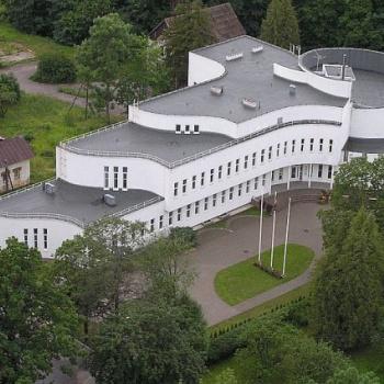 Baltais flīģelis - mākslas skola un koncertzāle